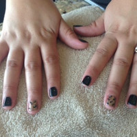 Shellac_manicure_with_leopard_print_accent_nail