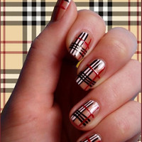 Burberry_nails_art