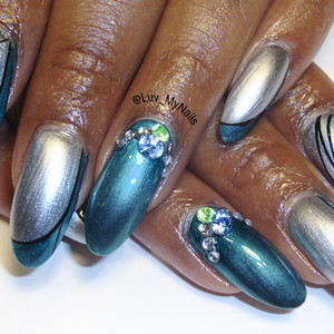 Nail art blue and silver w stones